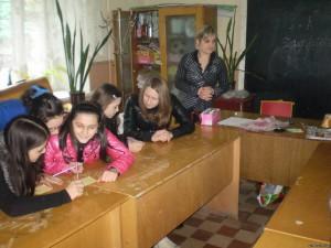 32805973 300x225 - Конкурс серед дівчат 7 класів «Сучасна дівчина вміє робити все!»
