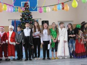 57873890 300x225 - Новорічне свято учнів 1(5) – В класу