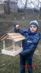 m2XSBqzaOr0 169x300 - Допомога птахам взимку