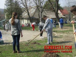 9XkhfgcBnGE 300x225 - Весняний суботник у Городоцькій гімназії