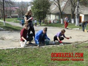 YFqairsc7 8 300x225 - Весняний суботник у Городоцькій гімназії
