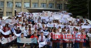 Gorodotska gimnaziya. Vsya shkilna rodina 300x160 - День вишиванки